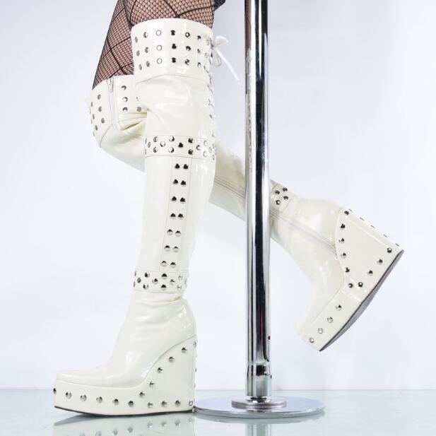 Le scarpe da  notte del ballerino di teatro femminile di sesso femminile  negozio di moda in vendita
