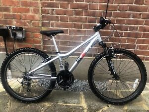 Ridgeback mx24 bicycle. (age 9-13 years) Unisex. Front suspension with 21 gears.
