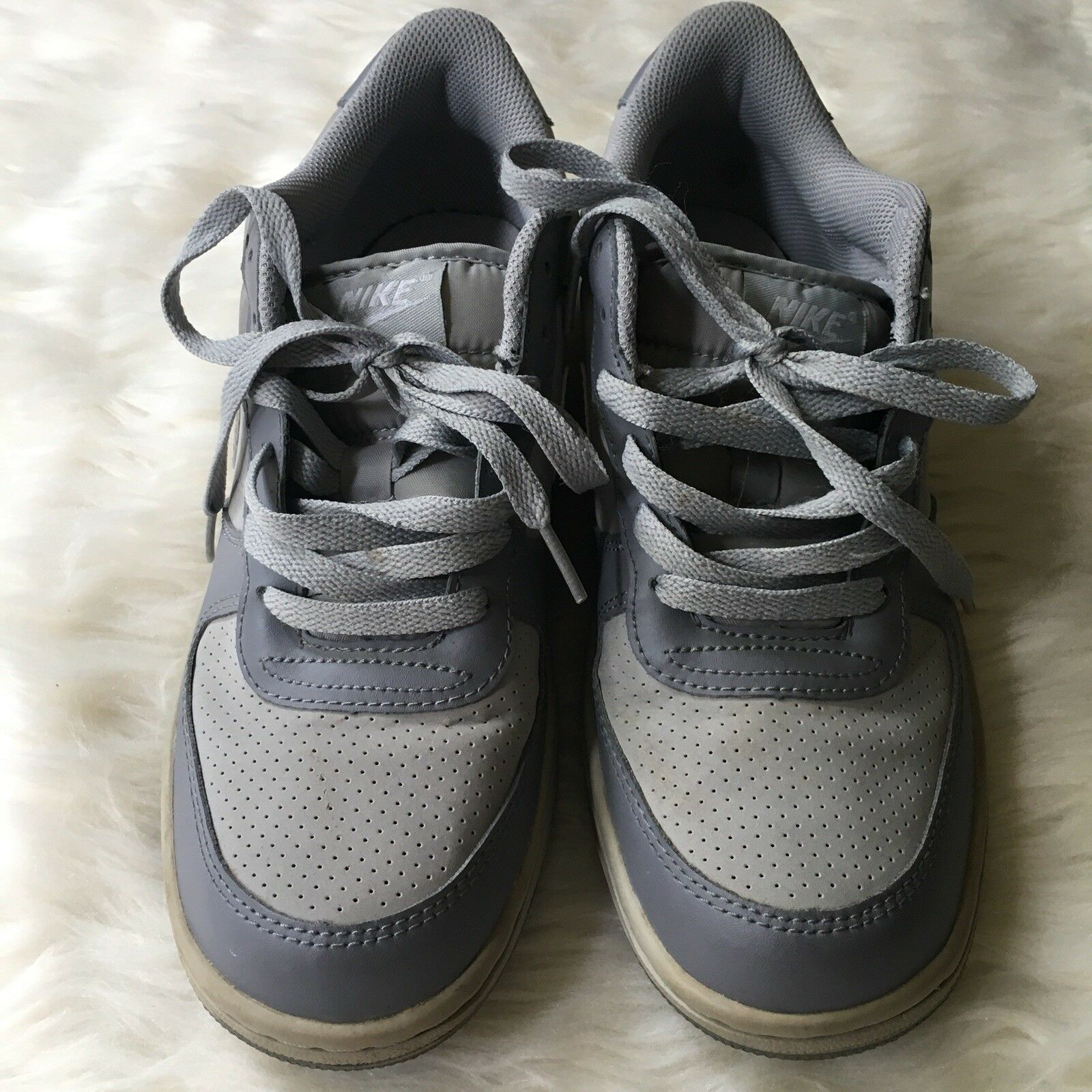 Gli Uomini Grigi   Nike