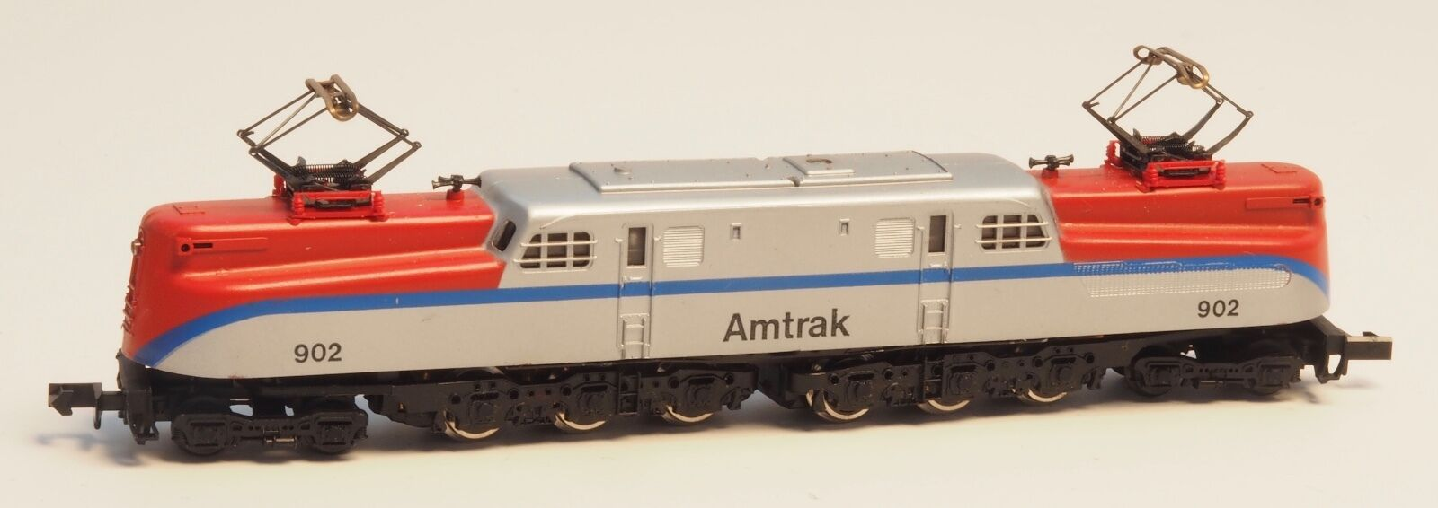 Arnold 5104  N-scale American USA  AMTRAK  GG-1 Electric Locomotive