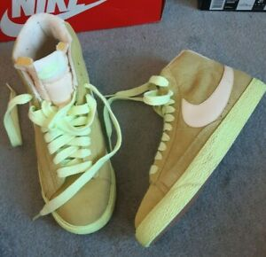 Nike-Da-Donna-034-Blazer-Mid-Top-in-034-giallo-pallido-034-in-Pelle-Scamosciata-UK-5-US-7-5-EUR-38-5