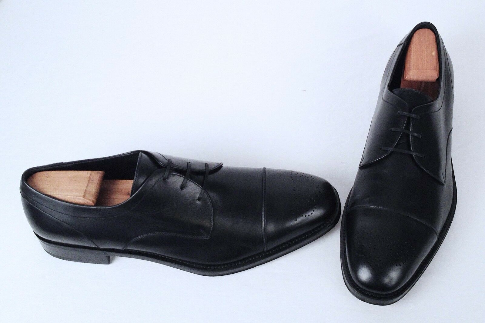 Salvatore Ferragamo Medallion Cap Toe Oxford- Black Calf- Size 12 D   850 (M7)