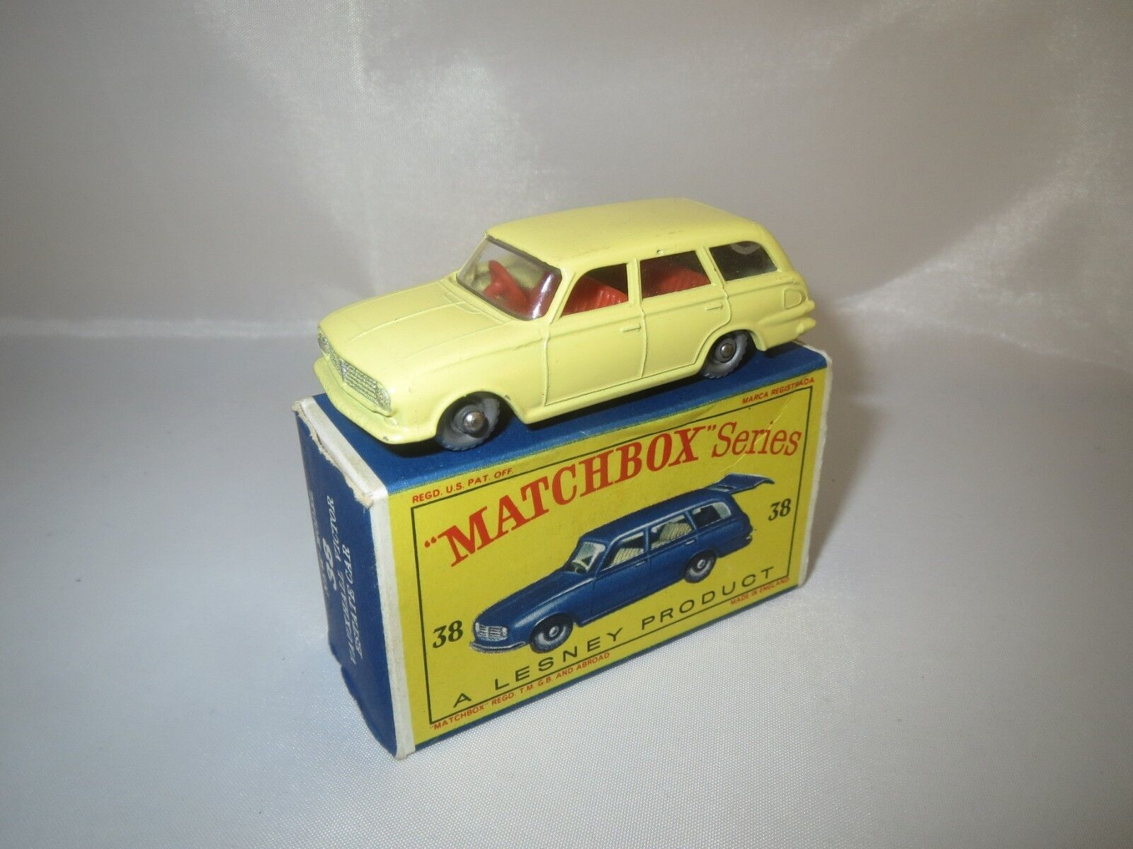 MATCHBOX LESNEY 38 VAUXHALL VICTOR (estate car) neuf dans sa boîte