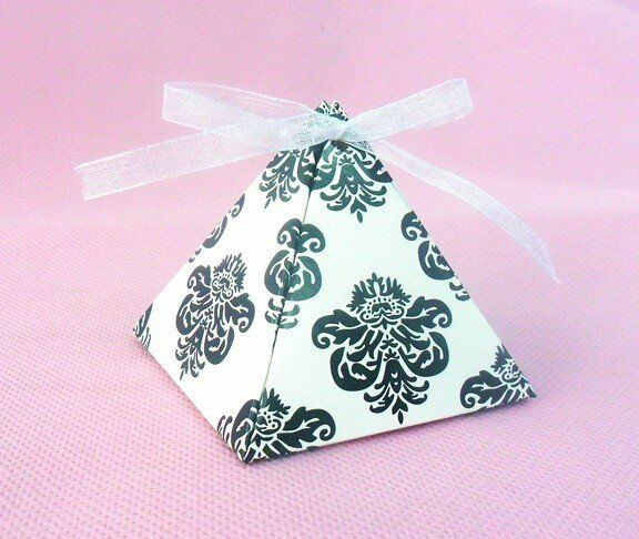 100pcs Elegant Damask Pyramid Wedding Favor Gift Boxes with Ribbon Included