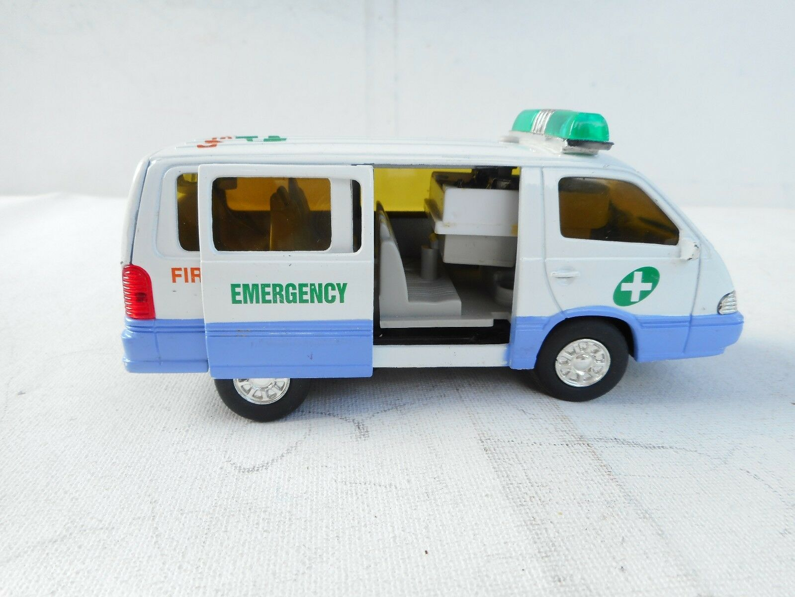 Ssangyong Istana 100D Korea Emergency model swat toy car car car 1/35 Mica toys 99b518