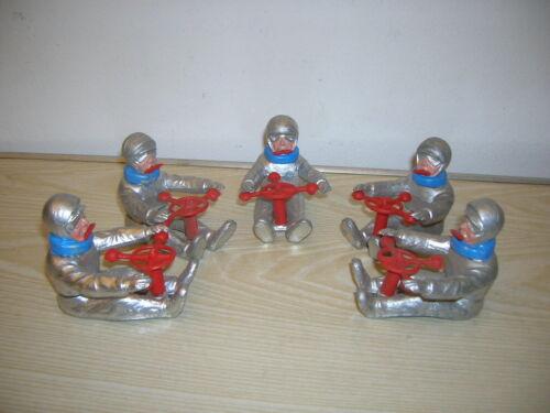 5x 60er Jahre ca. 1/10 Astronaut , Pilot , Rennfahrer Figuren Space Toy Race Car