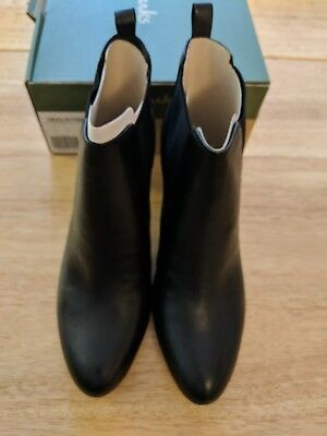 CLARKS CARLITA QUINN BLACK REAL LEATHER MID HEEL CHELSEA ANKLE BOOTS SIZE UK 7 D