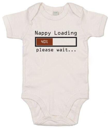 """Lustig Baby Body /"""" Nappy Laden Please Wait /"""" Strampler Baby Geschenk"""