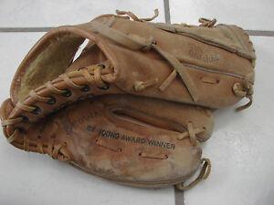 "Wilson A2274 11.25"" RHT Baseball Mike Flannagan Cy Young Award Winner leather"