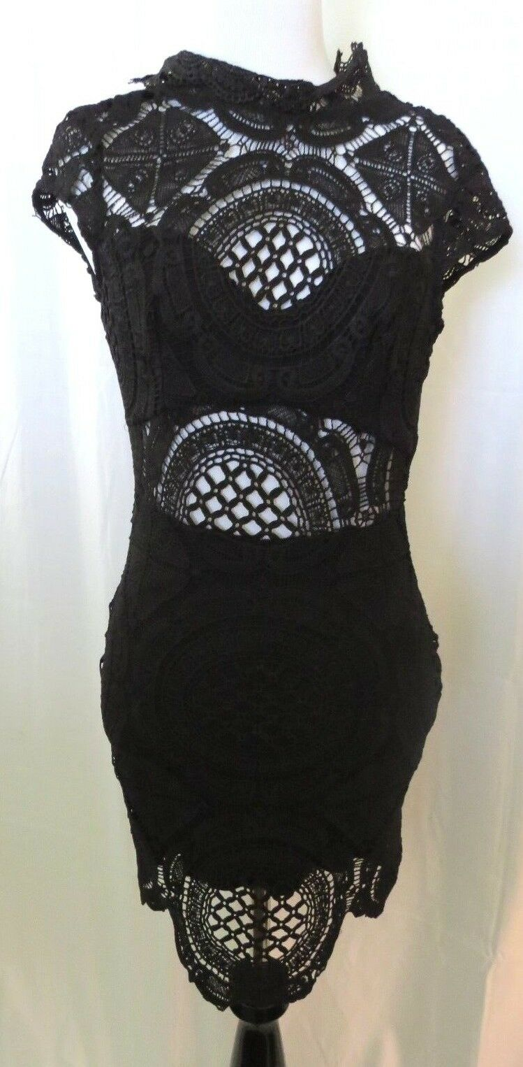 Bebe schwarz Farbe Lace  Cap  Sleeve Cut out Back Dress  Größe 00
