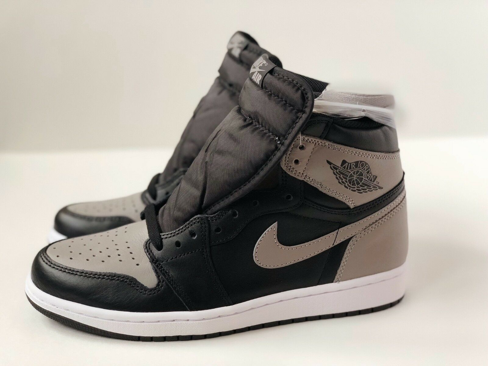 NIKE AIR JORDAN 1 Price reduction SHADOW RETRO I BLACK BRED TOE GREY LOT 555088-013 The latest discount shoes for men and women