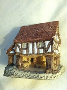 David-Winter-cottage-034-Little-Market-034-1980-Retired-and-Rare