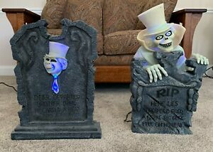 Disney Parks The Haunted Mansion Leota Ghost Tombstone Salt /& Pepper Shakers