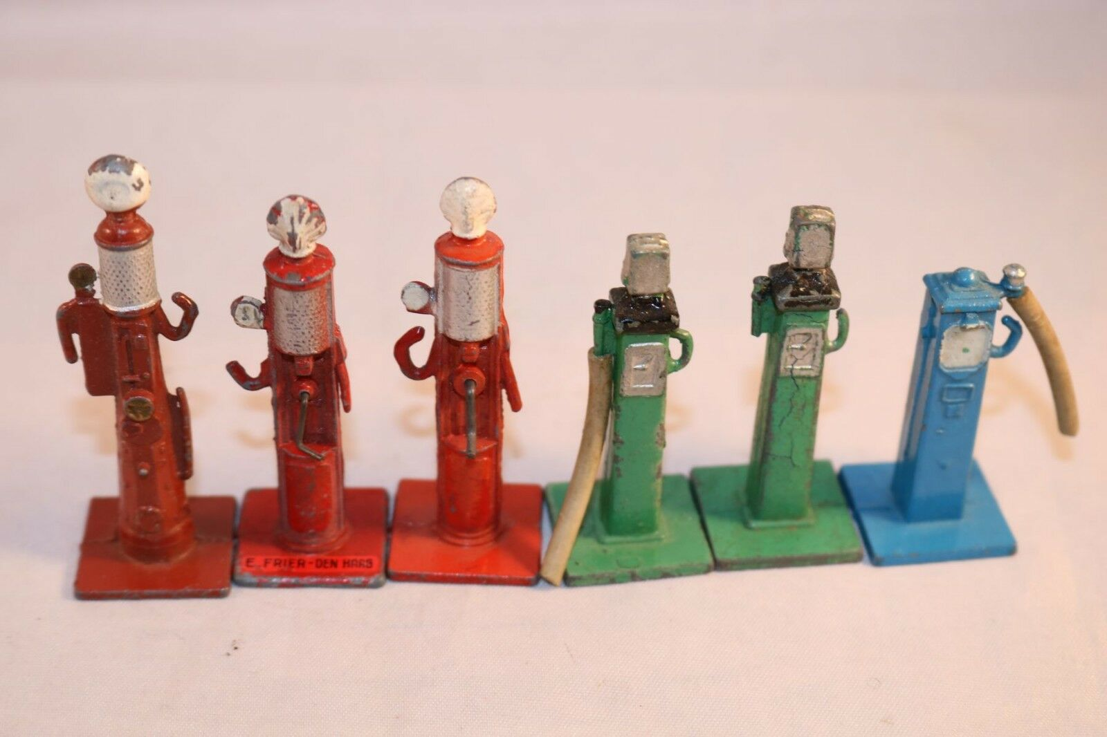 Dinky Toys 49 Petrol pumps very old 6 pumps in excellent all original condition