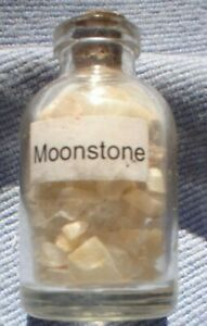 1-x-5-MM-BOTTLE-OF-SMALL-GEMSTONES-MOONSTONE-WITH-CORK-STOPPER
