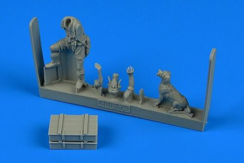 AEROBONUS 1//48 WWII MIDDLE EAST ALLIED PILOT W//DOG480179