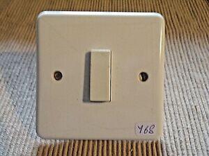 Interrupteur-vintage-Legrand-NEPTUNE-1-bouton-poussoir-mural-electrique