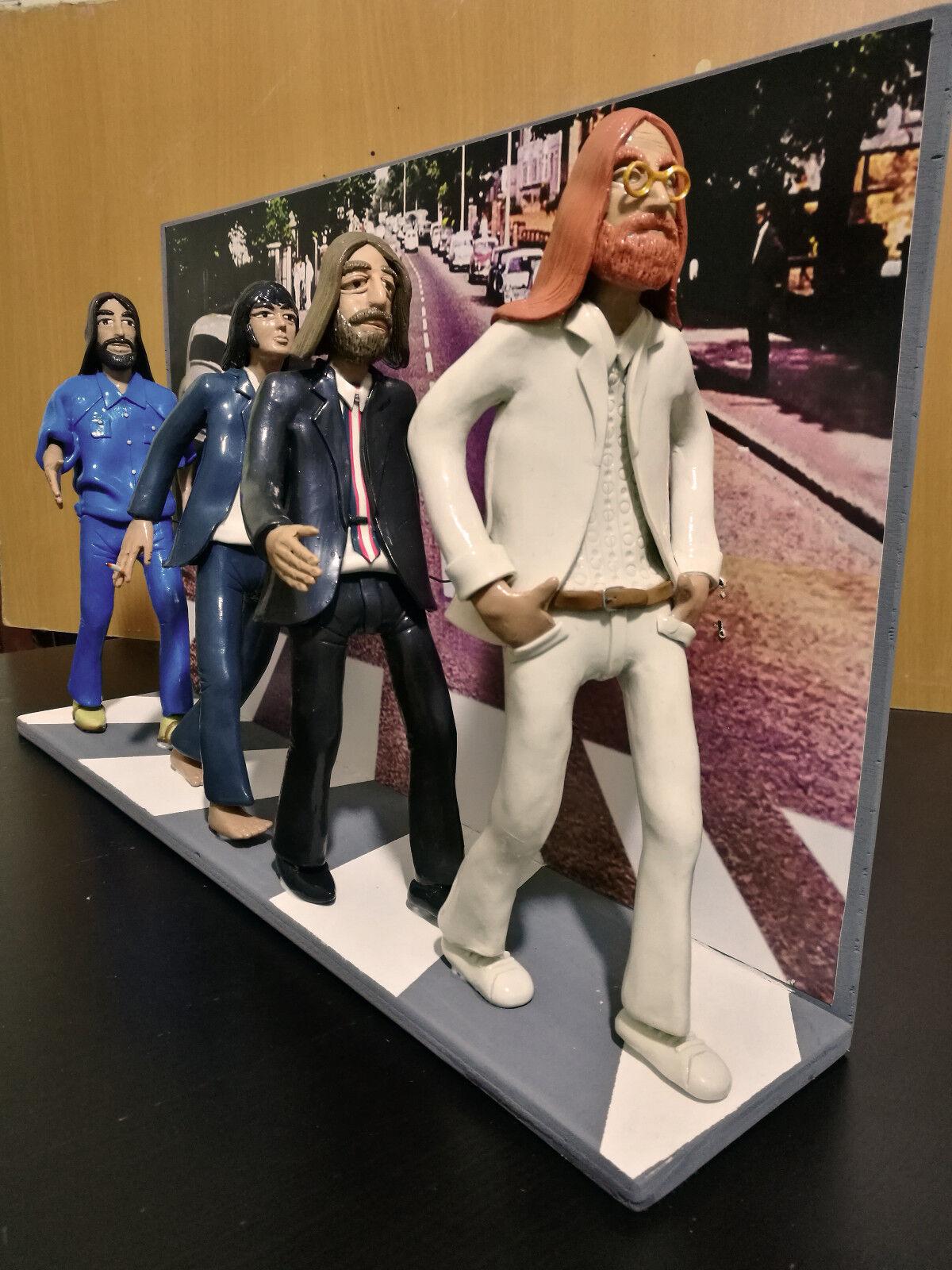 Statuetta - Figurine - azione cifras The Beatles con scenografia Abbey strada
