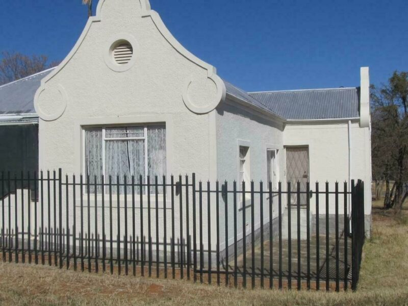 Well Built,well maintained 3 bedroom house in Adelaide