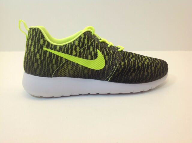 5a336a0c9e99 Nike Rosherun Flight Weight GS Youth Size 6-7 Black Volt New in Box