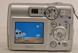 Nikon-COOLPIX-5600-5-1-MP-Digital-Camera-AS-IS