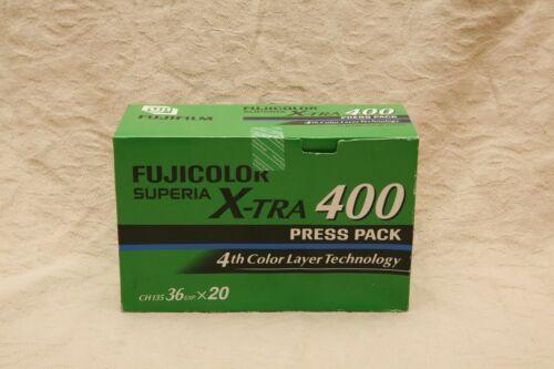 Congelador almacenados Fuji Xtra ISO 400 color 35mm de impresión de película fuera de fecha.