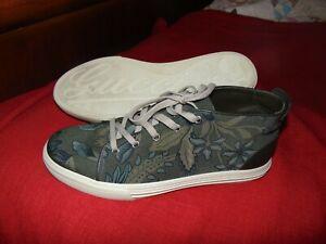 ad67f24a4 Men's Gucci Flora Floral Canvas High Top Sneaker Green Camo MINT 10 ...