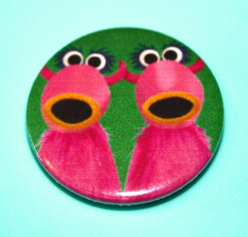 THE MUPPETS SNOWTH PUPPET INSPIRED BUTTON PIN BADGE