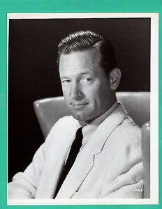 AB-641 ACTOR WILLIAM HOLDEN 8X10 PUBLICITY PHOTO