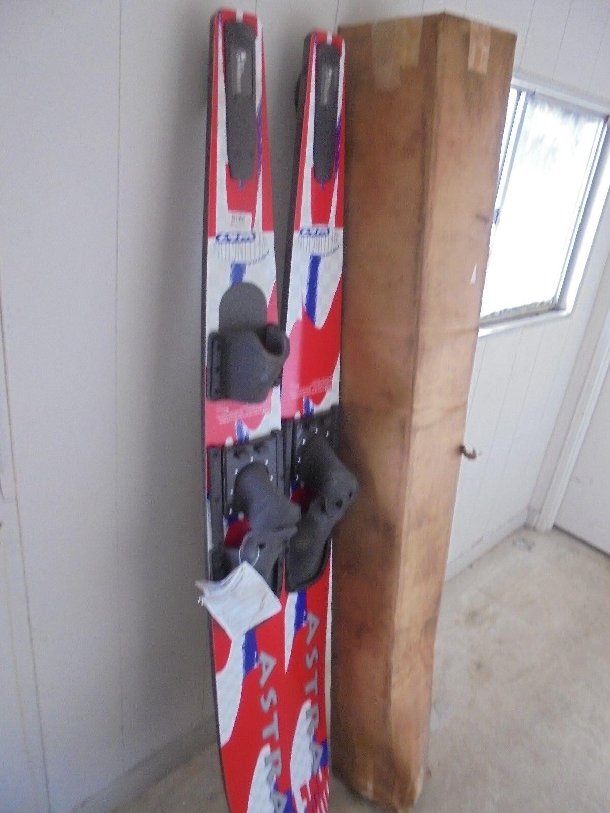 WELLINGTON Astra S7476 SKI Water Ski Set NEW IN BOX