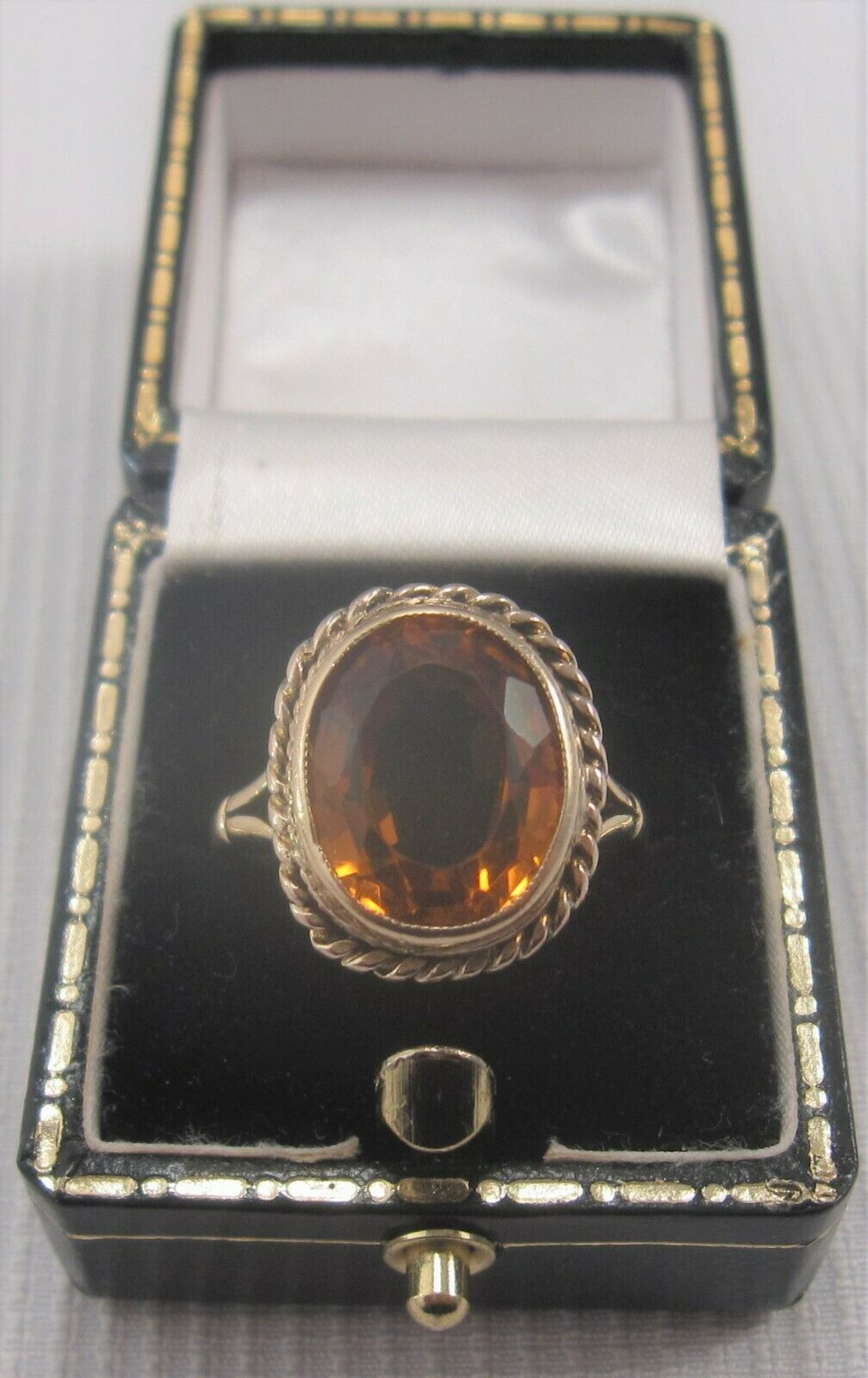 A Vintage Citrine Ring in 9ct Yellow gold