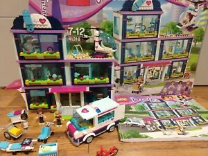LEGO-Friends-Hospital-41318-100-complet