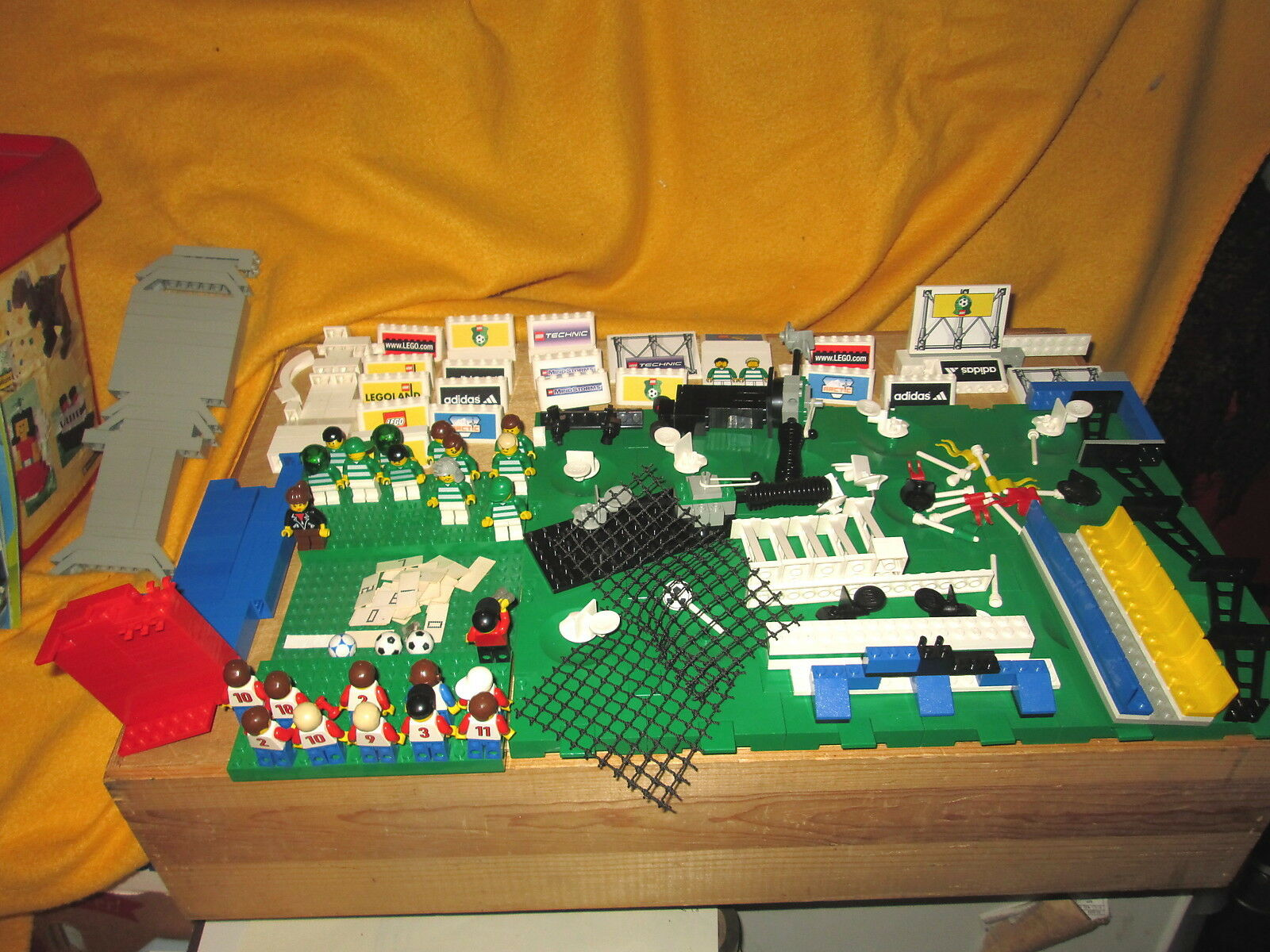 Mix Soccer Set Legos 23 Mini Figures Not Complete Very Very Very Good Condition 132dc3