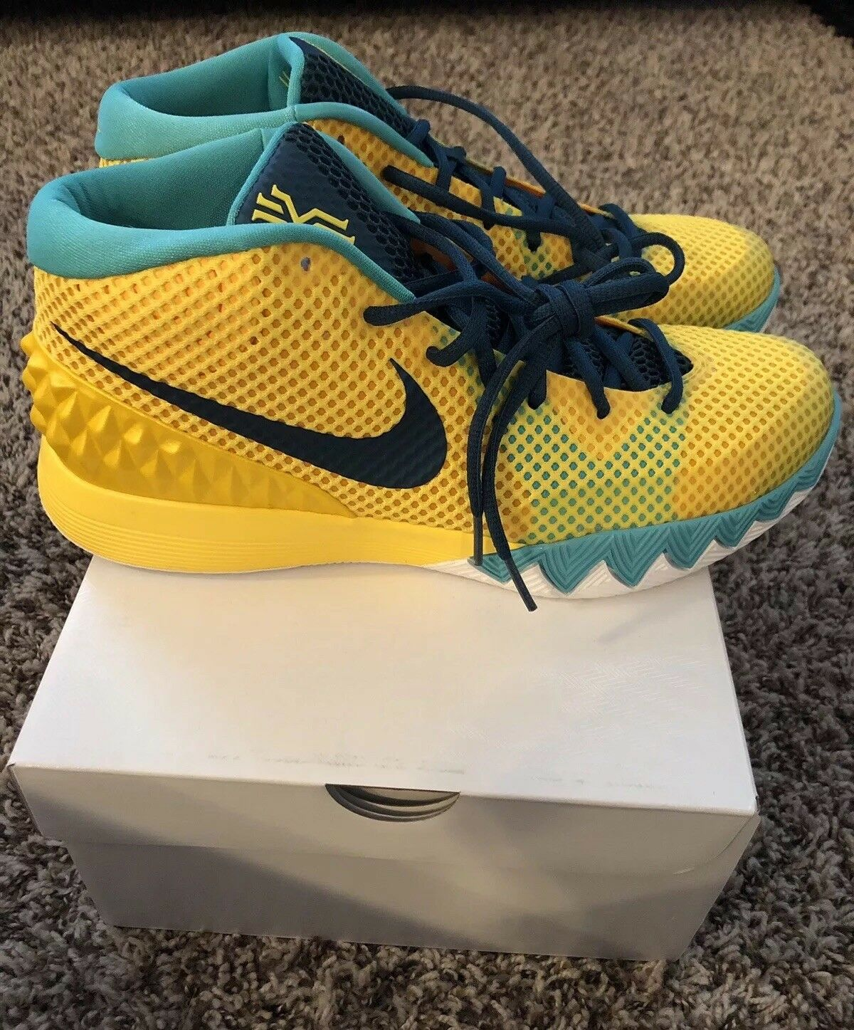 Nike Kyrie 1 Letterman 705277-737 Men's Size 10.5 Yellow Teal Kyrie Irving