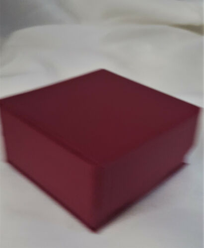 Lot of 12 cranberry red pendant//earring etc magnet snap fastening gift boxes
