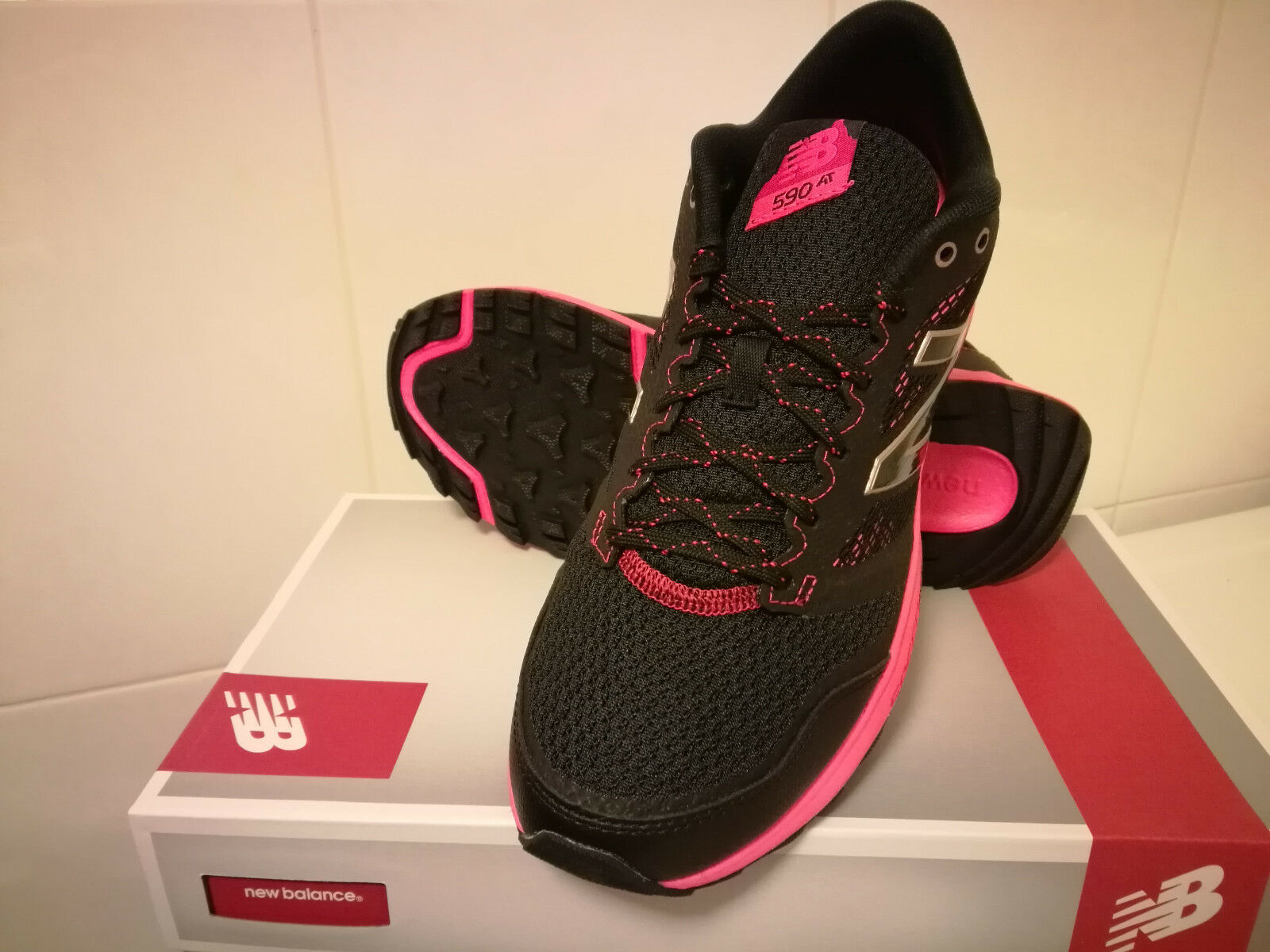 New  Womens New Balance 590 v2 Trail Running Sneakers shoes - limited sizes