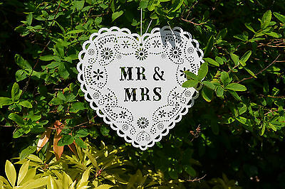 VINTAGE WHITE DOILY 'MR & MRS' WOODEN HEART HANGING SIGN COUNTRY GARDEN WEDDING