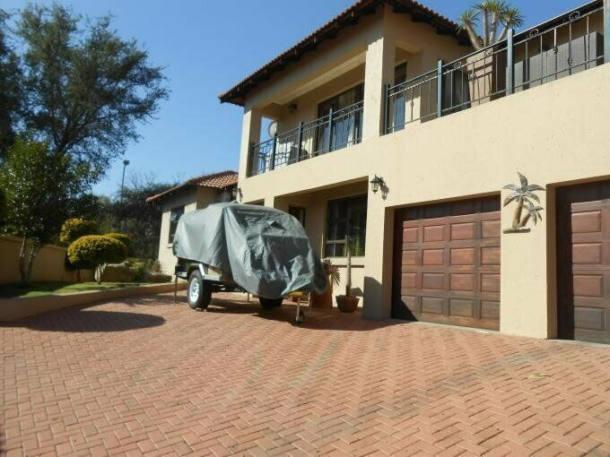 3 Bedroom with 3 Bathroom House For Sale in Brits North West