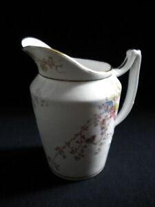 Pot-a-lait-en-porcelaine