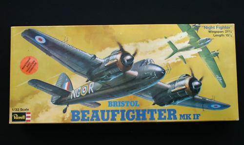D336 flygagagplan modellllerler Bristol Beaufighter Mk om H251 1  32 Revell årgång