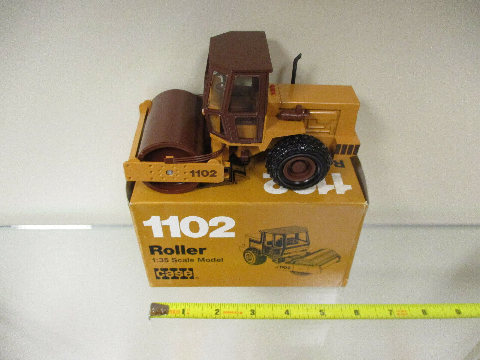Case 1102 Roller by Conrad 1 35th Scale
