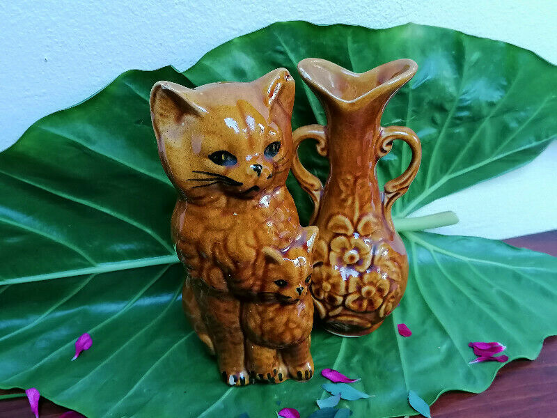 Brown Cat Ornament With Flower Vase