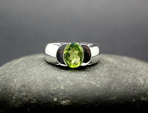 GENUINE-PERIDOT-RING-set-in-925-STERLING-SILVER-Size-7-5-FAST-FREE-SHIPPING