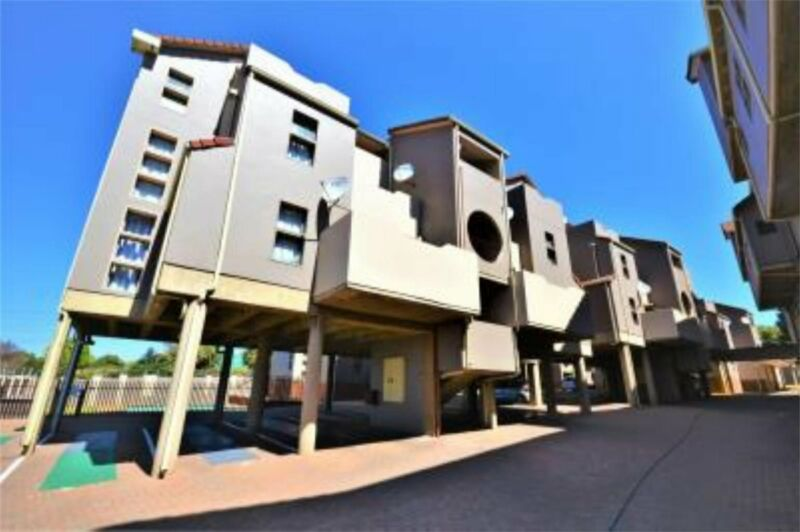GREAT INVESTMENT OPPORTUNITY.  2 BEDROOM, 1 BATHROOM UNIT ON THE THIRD FLOOR SITUATED I...