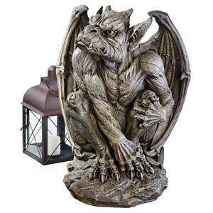 Silas-The-Sentry-Gargoyle-Design-Toscano-Exclusive-24-034-Sculpture