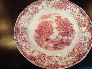 ROYAL-TUDOR-WARE-034-Olde-England-034-BARKER-BROS-Red-Salad-Plate-Pre-Owned