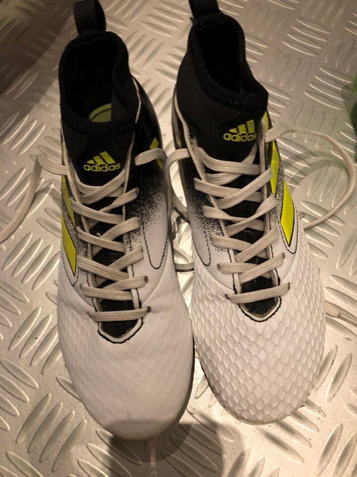856779d4b7c Fodboldstøvler, Adidas, str. 34 – dba.dk – Køb og Salg af Nyt og Brugt