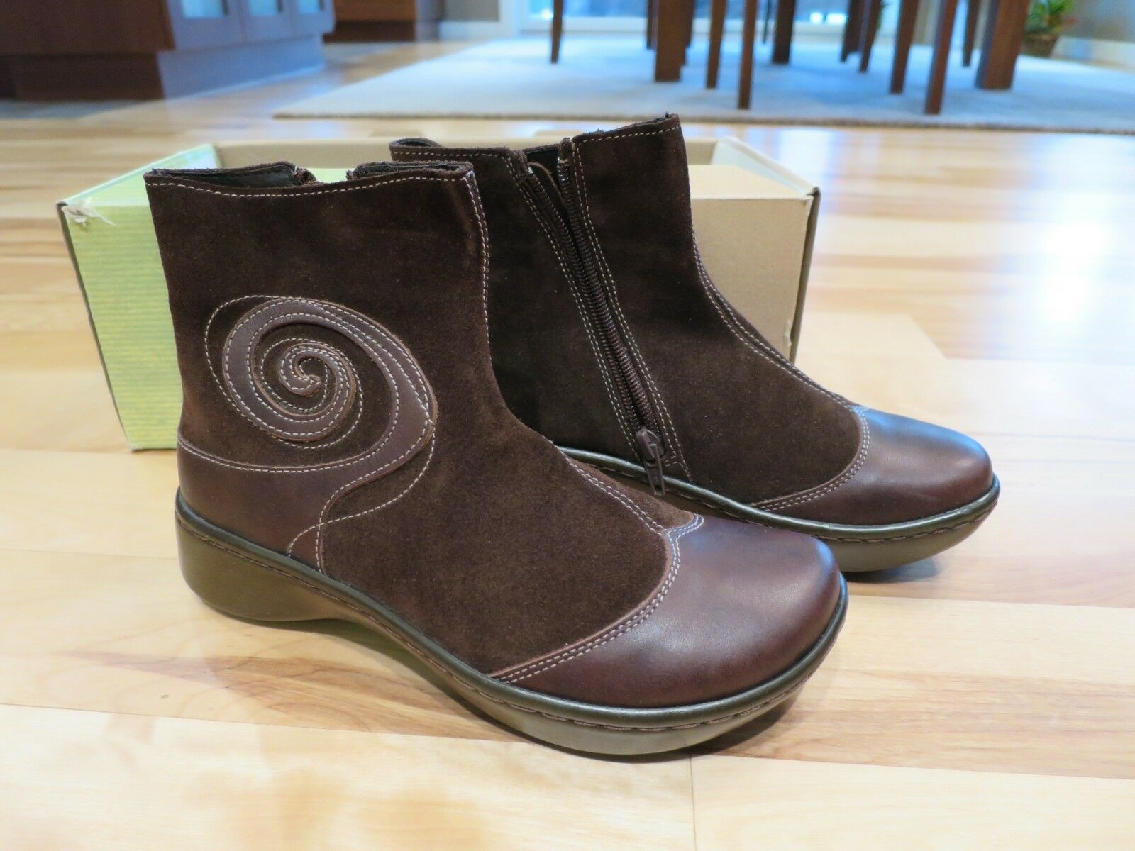 Naot Oyster  Suede Leather Ankle stivali - Toffee Marronee - New - Dimensione 36 donna  più economico