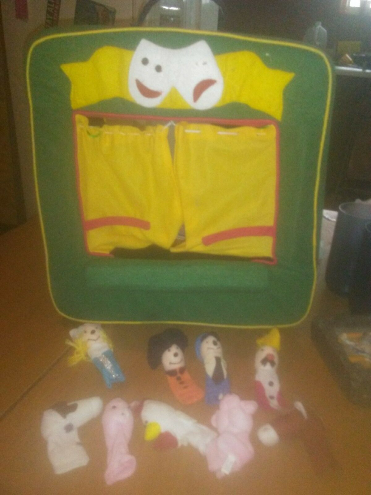 Manhattan Toy Finger Puppet Theater Stage 14