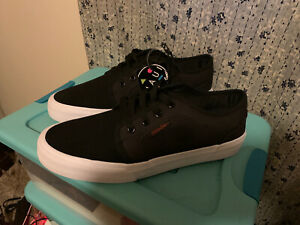 maui and sons surf wide men's size 9 black white skate